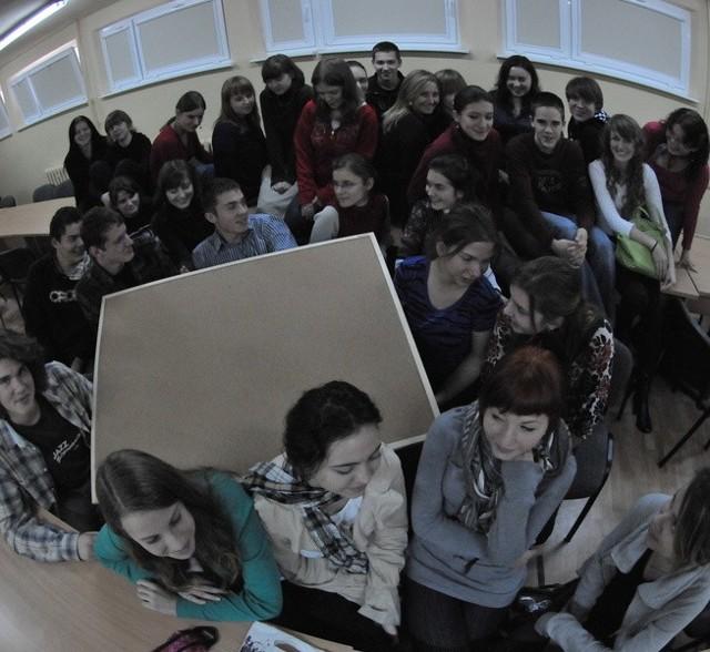 Co dziś dla ciebie znaczy patriotyzm? Uczniowie z I LO w Zielonej Górze udzielali różnych odpowiedzi.