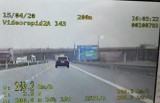 Tarnów. Kolejny pirat drogowy na autostradzie zatrzymany. Rozpędził swoje porsche do prawie 250 km/h. Zapłaci 500 zł mandatu [WIDEO]
