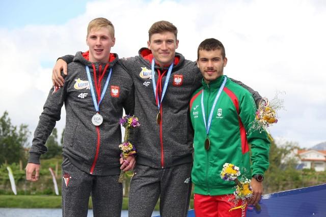 W rywalizacji kanadyjkarzy do lat 23 Mateusz Borgieł (z lewej) przegrał tylko z kolegą z reprezentacji Patrykiem Gluzą.