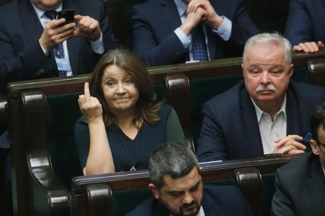 Joanna Lichocka w ławach sejmowych.