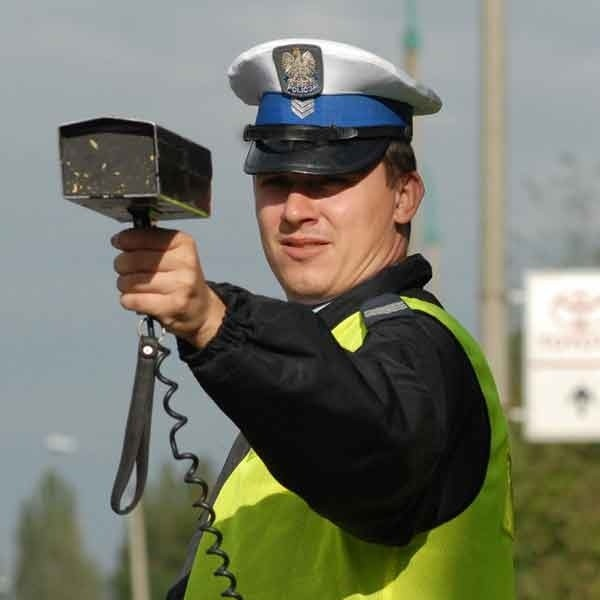 Zmotoryzowani znaja miejsca, gdzie najczęściej pojawiają się policjanci z radarami