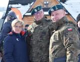 Podhale: Wojsko w kurortach narciarskich namawia turystów do założenia munduru
