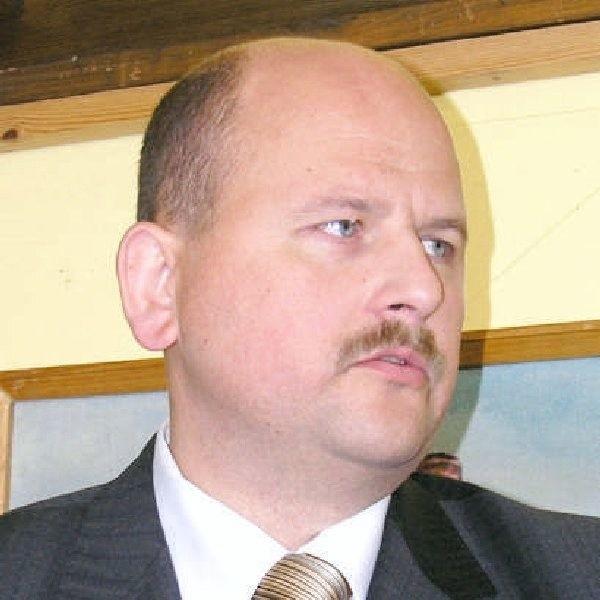 - Na konto Urzędu Miejskiego musi trafić  darowizna od urzędników, którzy zawinili - mówi  burmistrz Paweł Toczko. - Niech w promocji  ustalą, kto jest winien.