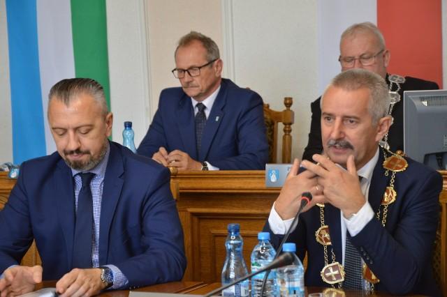 Burmistrz Kowalski, jego zastępca Stybaniewicz  i inni złożyli oświadczenia majątkowei