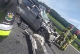 Wypadek na A4 w Pławniowicach. Samochód osobowy wbił się pod TIRa. Korek na autostradzie ma 10 km długości