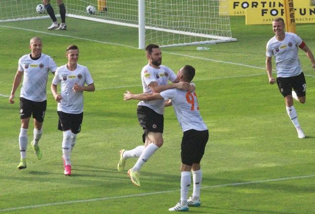 Chrobry Głogów pewnie pokonał Resovię w meczu 16. kolejki Fortuna 1 Ligi. Spotkanie zakończyło się wynikiem 3:0.