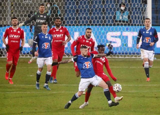 W grudniu przewagę prawie przez całe spotkanie miał w Poznaniu Lech, ale to Wisła strzeliła jedynego gola meczu i wygrała 1:0