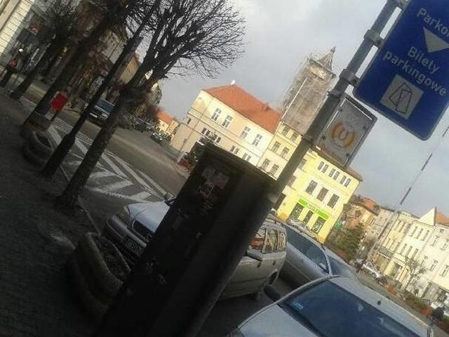 W Brodnicy - płatne parkingi są już nie tylko w centrum miasta. Za postój płacimy również zostawiając auto np. przy marketach (jeśli auto zostawiamy na dłużej niż godzinę lub dwie).