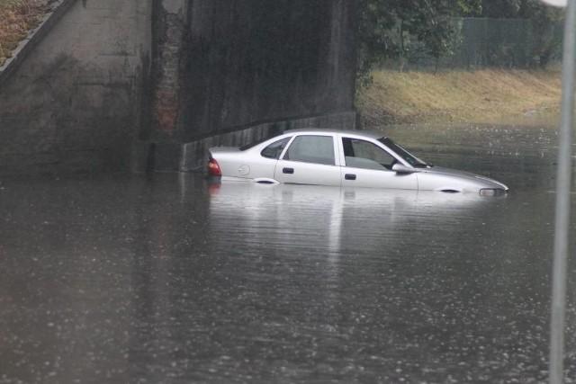 Przez Krotoszyn, w sobotę, 13 lipca przeszedł gwałtowny deszcz, w efekcie czego nastąpiły liczne podtopienia piwnic, zalania ulic, a ul. Kobylińska już tradycyjnie została zalana pod wiaduktem kolejowym.