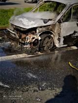 Głogoczów. Na zakopiance niemal doszczętnie spłonęło auto [ZDJĘCIA, WIDEO]