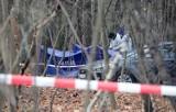 Morderstwo kobiety w parku na Zdrowiu w Łodzi. Śledczy wiedzą, jak wygląda zabójca oraz ile ma lat i jak się zachowuje