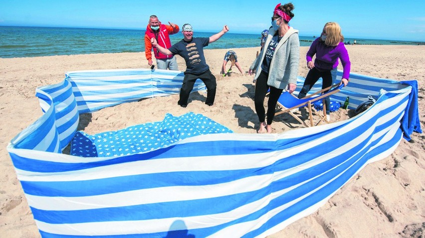 Na szczegóły dotyczące zasad korzystania z plaż czekają włodarze nadmorskich miejscowości i gmin. Miejscowi, a także turyści już dziś korzystają z plaż, często bez maseczek
