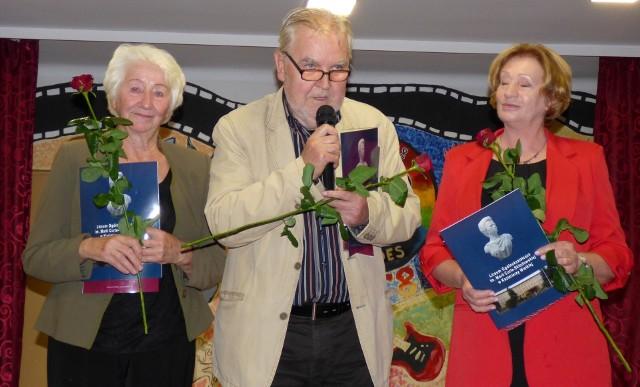Oni także budowali 50 lat historii Hadesu. Byli dyrektorzy kazimierskiego liceum (od lewej): Janina Sadza, Tadeusz Łuszczyński, Jadwiga Zieleniewska otrzymali podziękowania podczas obchodów złotego jubileuszu klubu.