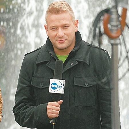 Bartłomiej Jędrzejak, zielonogórzanin, absolwent I LO oraz UAM w Poznaniu, obecnie mieszka w Warszawie.