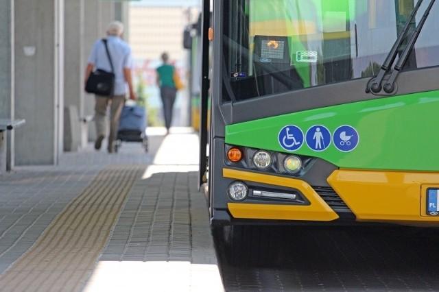 Platformy przystankowe będą miały długość 20 metrów, zostaną wyniesione na wysokość 18 centymetrów powyżej krawędzi jezdni, co ułatwi wsiadanie i wysiadanie z pojazdu przede wszystkim osobom starszym, niepełnosprawnym oraz opiekunom z dziećmi w wózkach.