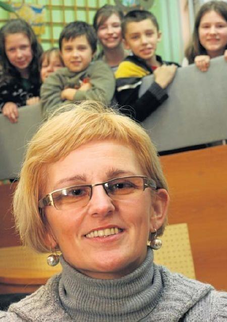 Anna Samborska pracuje w Szkole Podstawowej nr 44 w Białymstoku. Jest laureatką wielu nagród i wyróżnień.