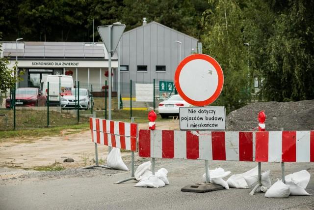 13 września rozpoczęła się budowa parkingu przy schronisku dla zwierząt. Inwestycja przewiduje budowę parkingu przy ul. Zalew z 17 miejscami parkingowymi. 14 września fragment ulicy został zamknięty