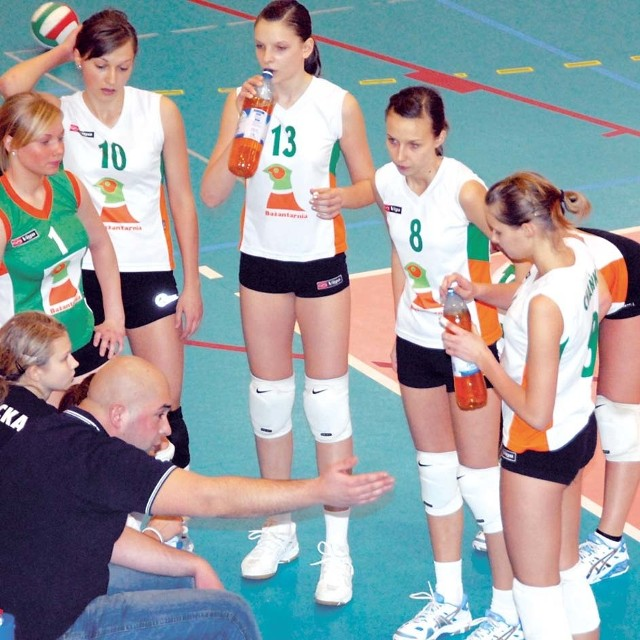 Sebastian Grzegorek i jego młode siatkarki, tu w barwach szkolnego klubu - Oczko Białystok. Na dobre przestawią się na II ligę.