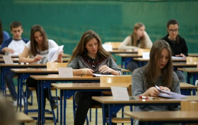 Egzamin gimnazjalny 2016 będzie się składał z części humanistycznej oraz matematyczno-przyrodniczej