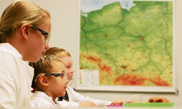 Nawet dzieci w podstawówkach uczą się analitycznego myślenia i... programowania - we wrocławskich szkołach na razie na próbę. Te dzieci w liceum wybiorą swoje specjalizacje.