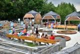 Zobaczcie, jak wygląda nowy Park Zdrojowy w Ciężkowicach. Właśnie został otwarty i zaprasza turystów [ZDJĘCIA]