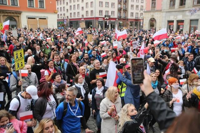 Wrocławska demonstracja tych, którzy nie wierzą w koronawirusa