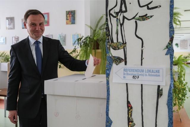 Głos w referendum oddał m.in. obecny Prezydent RP Andrzej Duda, wtedy poseł RP. Tamtego dnia udało mu się dostać do Parlamentu Europejskiego, a już rok później wygrał wybory prezydenckie