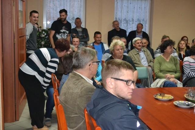 Tylu mieszkańców na zebraniu wiejskim w Królikowie jeszcze nie było. Przyszło 88 osób. Czy w poniedziałek - na kolejnym poświęconym już tylko podziałowi funduszu wiejskiego - też tak będzie?