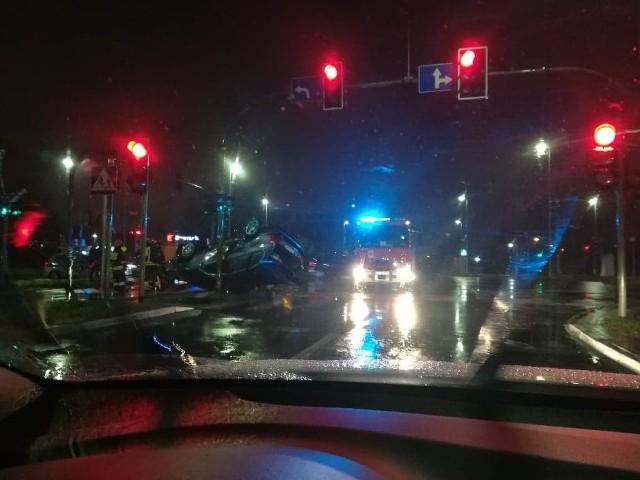 Wypadek na skrzyżowaniu Trasy Średnicowej Północnej z Batorego. Jedna osoba trafiła do szpitala
