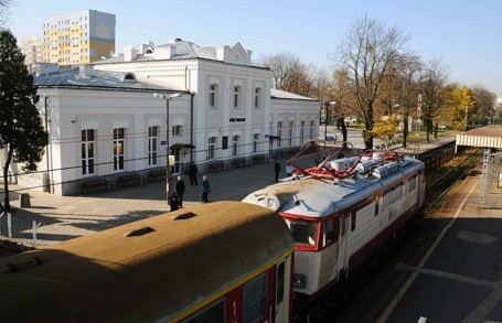 Pociągi do Warszawy stojące na stacji Łódź Widzew.
