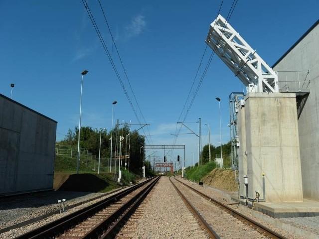 Stanowisko do kontroli pociągów towarowych znajduje się 150 metrów od granicy. Urządzeniem można rewidować składy wjeżdżające do Polski, ale również opuszczające jej teren.