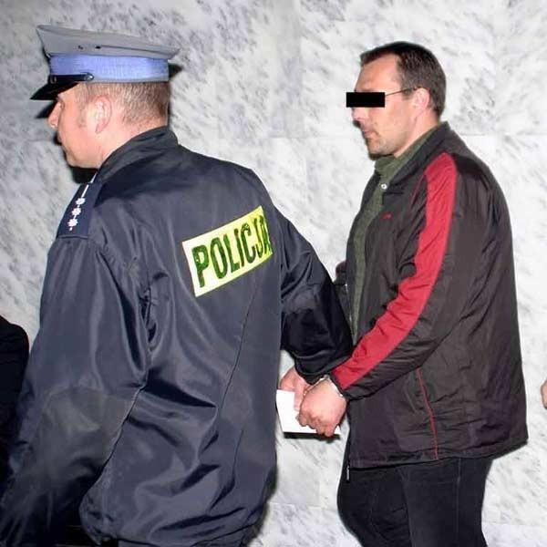 37-letni mieszkaniec Stalowej Woli został w piątek aresztowany. Wkrótce przekazany zostanie francuskim organom ścigania.