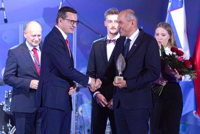 Premier Słowenii Janez Jansza odebrał w trakcie gali z rąk premiera RP Mateusza Morawieckiego nagrodę Człowieka Roku.