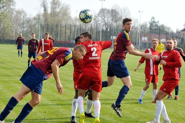 Bardzo zróżnicowane humory panują w ostatnich tygodniach w 4-ligowych Poloniach: Nysie oraz Głubczyce. Na tą pierwszą ciągle nie ma mocnych, a druga coraz częściej się potyka.