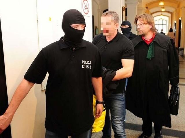 Szef spółki Składywęgla.Pl usłyszał 18 zarzutów, w tym kierowania grupą przestępczą. Śledczy prokuratury skierowali już do bydgoskiego sądu wniosek o przedłużenie jego aresztowania.