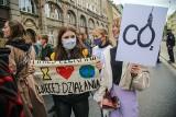 Setki uczniów wyszło na ulice Wrocławia. Protestowali w obronie klimatu [FILM]