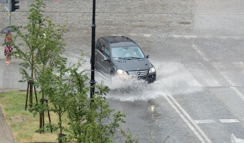 Burza w Białymstoku 24 sierpnia 2018. Ulica Liniarskiego...