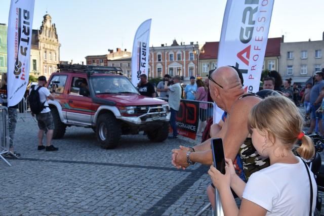 Rajd samochodów terenowych POLAND TROPHY EXTREME wystartował w Golubiu-Dobrzyniu w piątek 18 czerwca. O godz, 19 pierwsi zawodnicy ruszyli na nocne trasy. Druga część zmagań w sobotę 19 czerwca