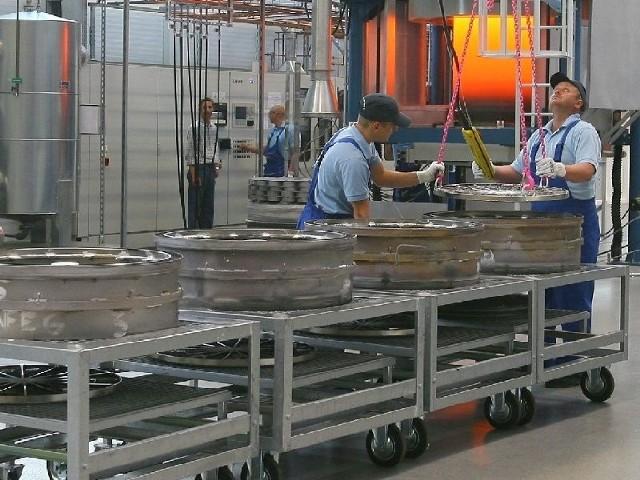 W specjalnych strefach powstają nowe inwestycje i miejsca pracy tak jak w fabryce MTU k. Rzeszowa.