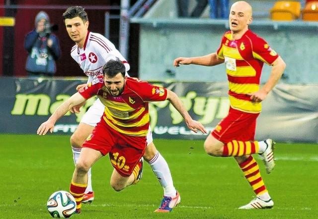 Oba starcia w tym sezonie Jagiellonii z Wisłą były zacięte i ciekawe. Żółto-czerwoni wygrali 2:0 w Krakowie i zremisowali 2:2 u siebie. Oby jutro także nie dali się pokonać ekipie spod Wawelu.