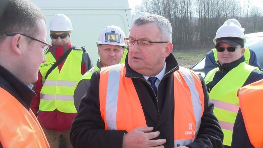 Minister infrastruktury z wizytą w Koszalinie na placu budowy S6