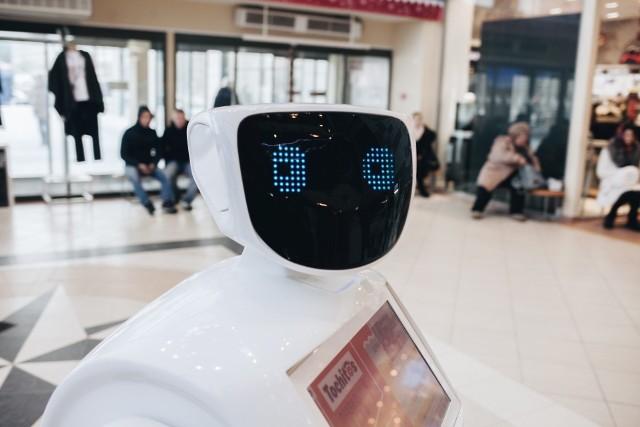 Czy sądzisz, że w ciągu 5 lat automatyzacja może pozbawić Cię pracy? - takie pytanie zadała Polakom firma Devire. Jak wynika z odpowiedzi ankietowanych, pracownicy nie dostrzegają większych obaw związanych z robotami. Eksperci podkreślają jednak, że świadomość na ten temat jest zbyt niska. Zawody jakie dziś znamy mogą znikać lub przesuwać się w stronę innych kompetencji. Sprawdź w jakich sektorach pracownicy najbardziej obawiają się automatyzacja i jakie perspektywy stoją przed polskim rynkiem pracy.