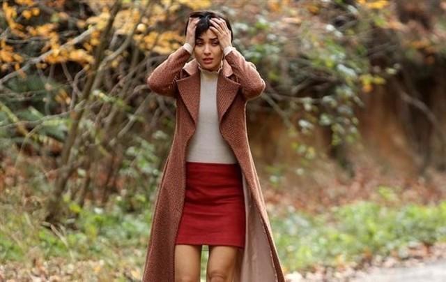 """""""Meandry uczuć"""" odcinek 60. Suhan stwierdza, że jest w ciąży. Dżesur instaluje w salonie Tahsina kamerę. Co jeszcze wydarzy się w 60. odcinku serialu """"Meandry uczuć""""?"""