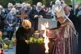 Pogrzeb Andrzeja Wajdy. Reżyser pochowany na cmentarzu na Salwatorze [ZDJĘCIA, WIDEO]