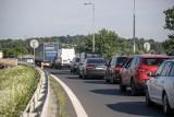 Autostrada A4 sparaliżowana przez wypadek w Pławniowicach. Korek w kierunku Wrocławia stopniowo się rozładowuje