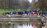 Gigantyczne kolejki do szczepienia przeciw Covid-19 w Parku Śląskim. 2,5 tys. dawek wystarczy? Akcja Szczepimy się na majówkę