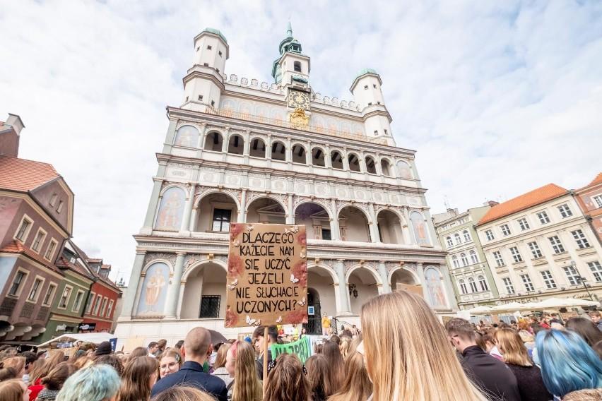Ponad 1,2 tysiąca osób wyraziło chęć udziału w piątkowym Młodzieżowym Strajku Klimatycznym. Na placu Wolności po raz kolejny zbiorą się uczniowie, studenci, osoby młode, ale także seniorzy, by powalczyć o sprawiedliwość klimatyczną.