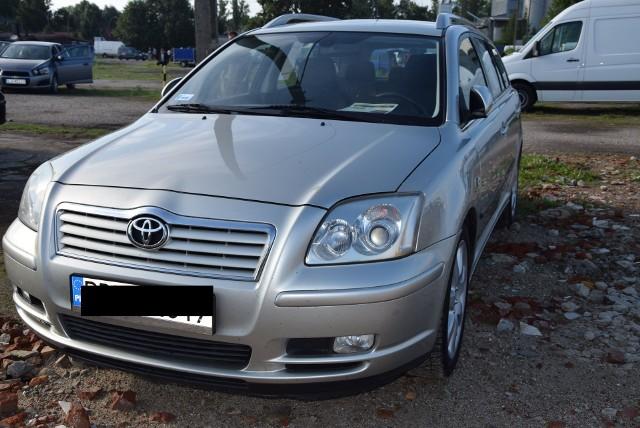 Toyota Avensis - rok produkcji 2005, z silnikiem 2.0 benzyna i mocy 146 KM. Stan licznika 199 tys.km. Cena: 12 000 zł