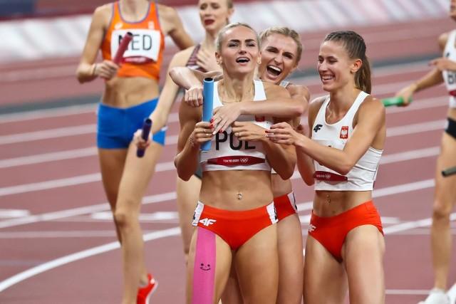Justyna Święty-Ersetic zdobyła w Tokio dwa medale: złoty w sztafecie mieszanej i srebrny w żeńskiej