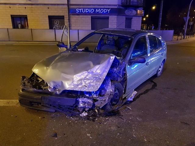 W wyniku wypadku na skrzyżowaniu ulic Ełckiej i Wojska Polskiego ranne zostały cztery osoby. Strażacy usuwali skutki zdarzenia.